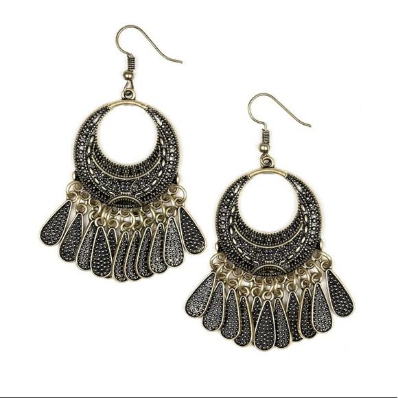 NWT-Paparazzi Mesa Majesty Brass Earrings